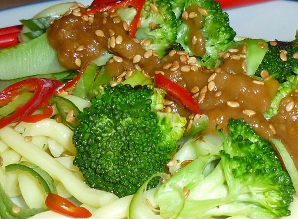 Broccoli with Peanut Sauce