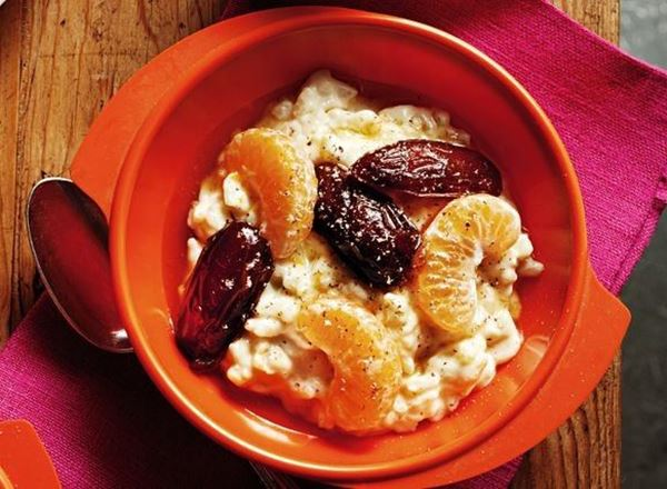 Rice pudding with tea-soaked dates and mandarins